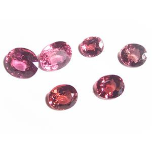 These beautiful tourmalines are waiting to have some fantastic one of a kind jewellery pieces designed around them. Imagine painting and designing with jewels!