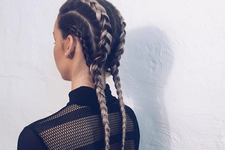 We're only a few months into 2016, but the year's hot hair trends are already emerging. Check out these 10 fresh hairstyles and book an appointment with your favorite stylist before everyone else catches on!