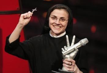 #Italie: Soeur Cristina remporte la finale de #TheVoice - #SuorCristina - #ITALY Awesome !!!