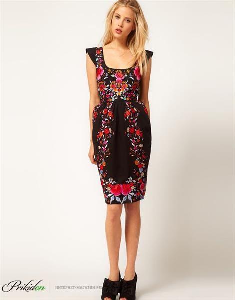 Платье c вышивкой