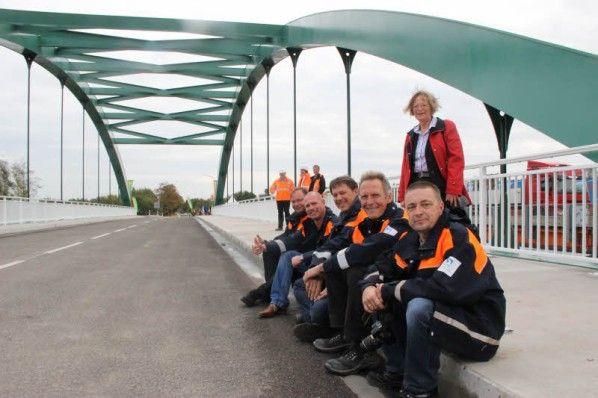 Freie Fahrt über den Elbe - Lübeck - Kanal  von großem Interesse für Pendler von und nach Boizenburg. Leider gibt es Ende April schon wieder massive Behinderungen und eine einstreifige Verkehrsführung. Offenbar beherrscht man die Dreiseitensperrung (Richtung Lüneburg) nicht - avanti Dilettanti !