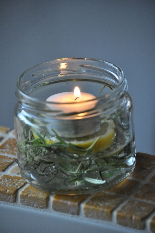 1/3 water rozemarijn schijfje citroen en een waxinelichtje, heerlijk natuurlijk geurkaarsje