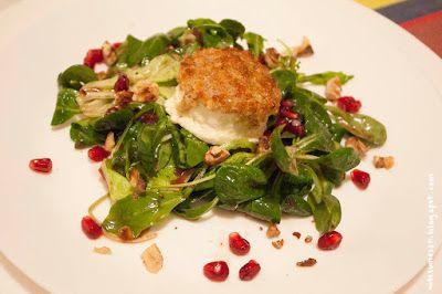 Wos zum Essn: Schafskäsetaler mit Honig-Walnuss-Kruste auf Rucola-Feldsalat mit Granatapfeldressing