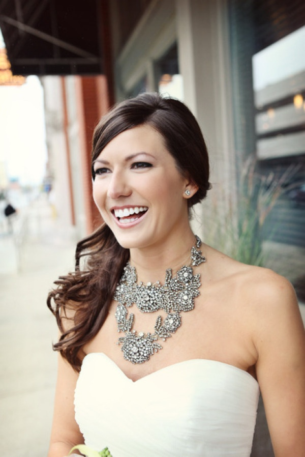 This bride chose a @Vera Wang statement necklace for her special jewelry! Photography by amandajulca.com