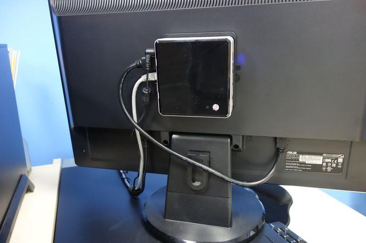 Instalación de equipos Intel NUC, optimizando el espacio.