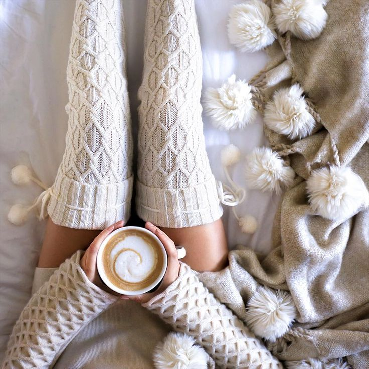 「Pom-Poms for a perfect Sunday morning ☕️ // Outfit and throw details on the blog in 'Daily Details' (FashionedChic.Com/DailyDetails) www.liketk.it/1ZU9y」FashionedChic waysify