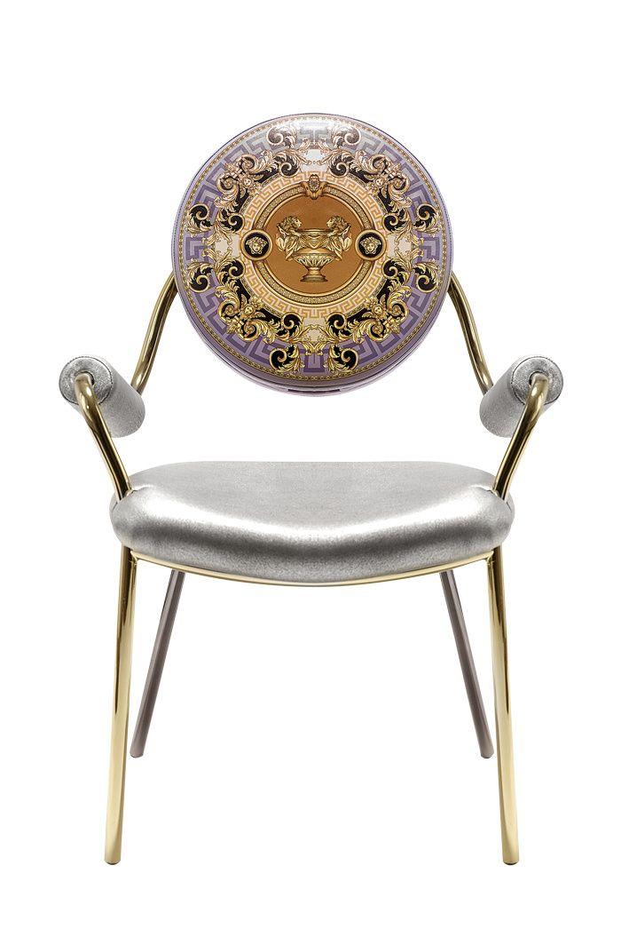 Les accessoires Dolce Vita Chaise La Coupe des Dieux en cuir et métal doré reprenant les motifs à l'antique chers à la maison Versace (Versace Home)