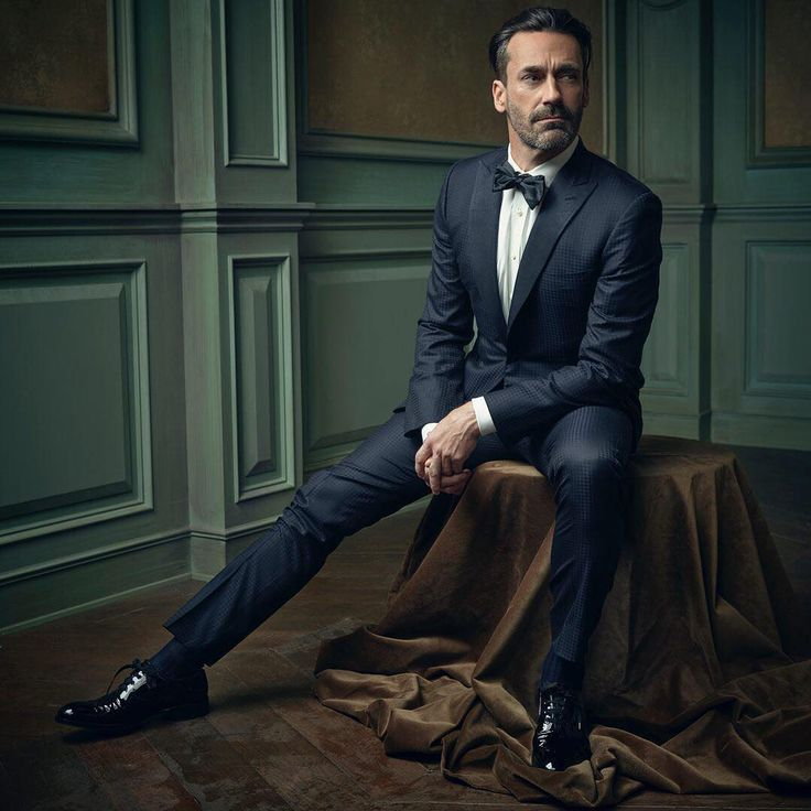 """Dapper Don Draper! Jon Hamm poses for @markseliger in the #VFOscarParty portrait studio. Click the link in our bio to see all of the night's portraits.…"""