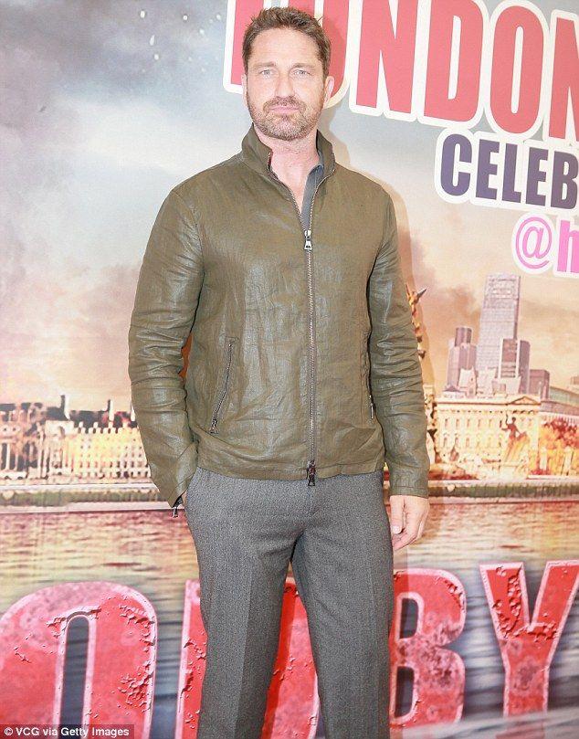 Sharp uomo vestito: Collaborando la giacca casual con un paio di pantaloni grigi a muro, l'attore incanalata un'atmosfera un po 'più intelligente