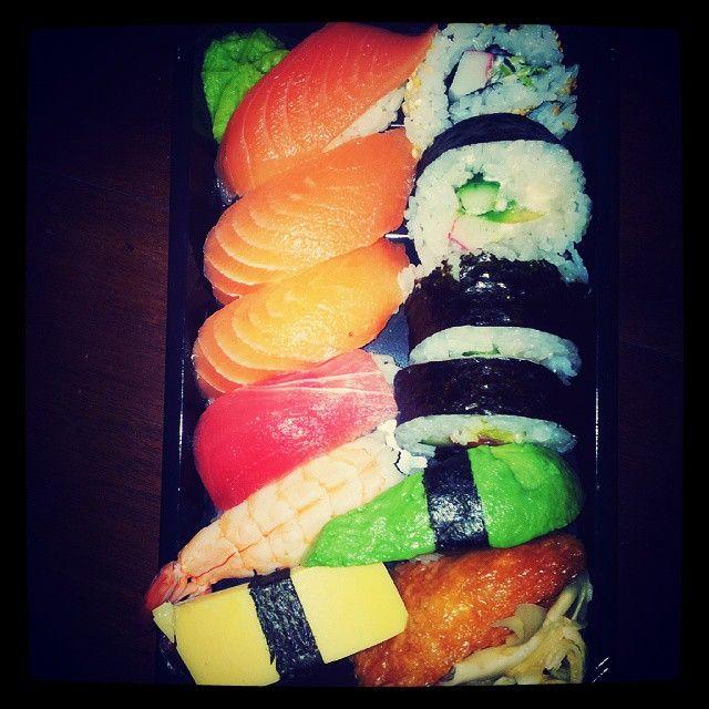 """""""Firar #våffeldagen ............. ;-) m mat från #Azikura #Sushi och #Sallad"""""""