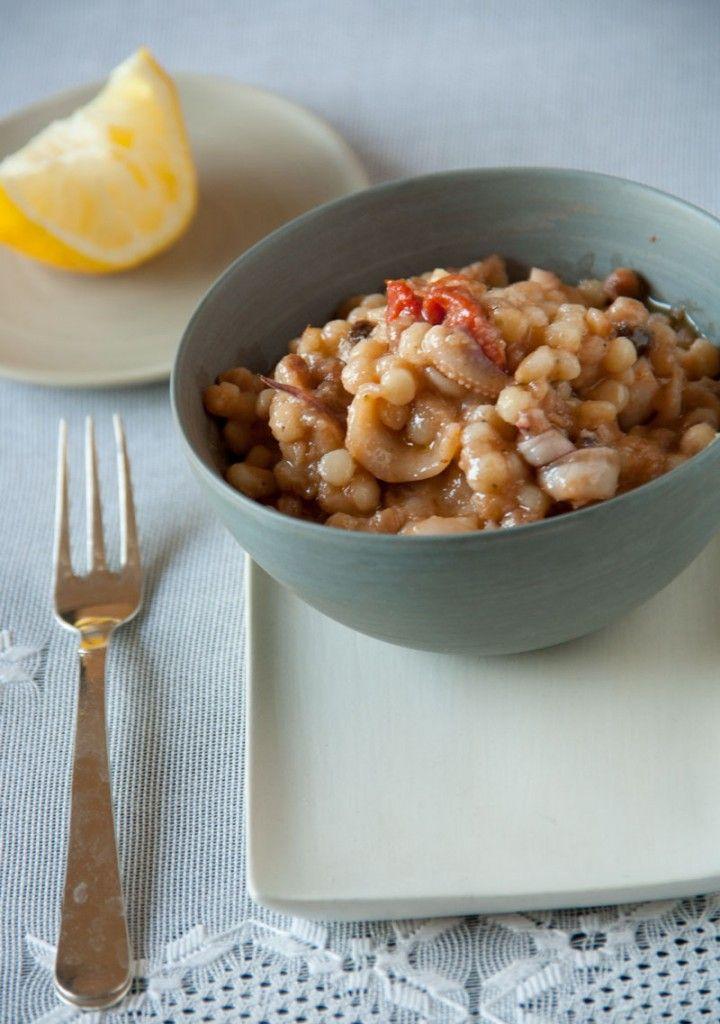 Fregula sarda risottata con calamari e pomodorini