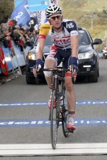 2013 3/7 rit 5 Marseille > Jurgen Van de Broeck komt over de meet met een knieblessure daardoor hij daags nadien niet meer zal kunnen starten