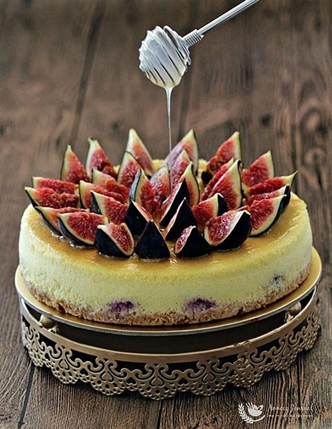 This beautiful fig honey lemon cheesecake is light and zesty. This fig cheesecake blended very well with honey and lemon sauce drizzled on top.