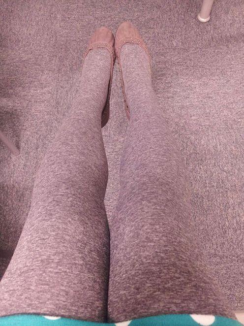 Gambe morbide. Come una moquette - Su Lettera43 le foto di persone vestite come l'ambiente che le circonda http://l43.it/1QQIfNv