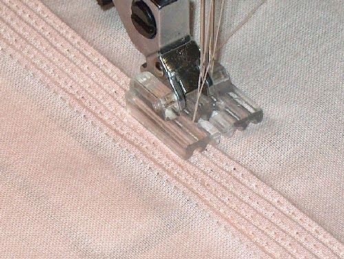 Las alforzas son pliegues planos y expuestos en los géneros (telas) livianos, sostenidos por una costura recta y volcados hacia uno de lo...