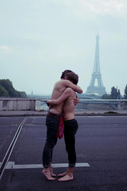 Fbuds Paris Meet single gay men in Paris