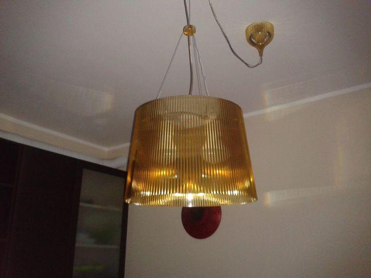 Ciao, sono Raffaella e vendo questo lampadario di Kartell acquistato circa tre anni fa. E' in ottime condizioni, non essendo mai stato spostato né tolto dal soffitto. E' in policarbonato giallo, de...