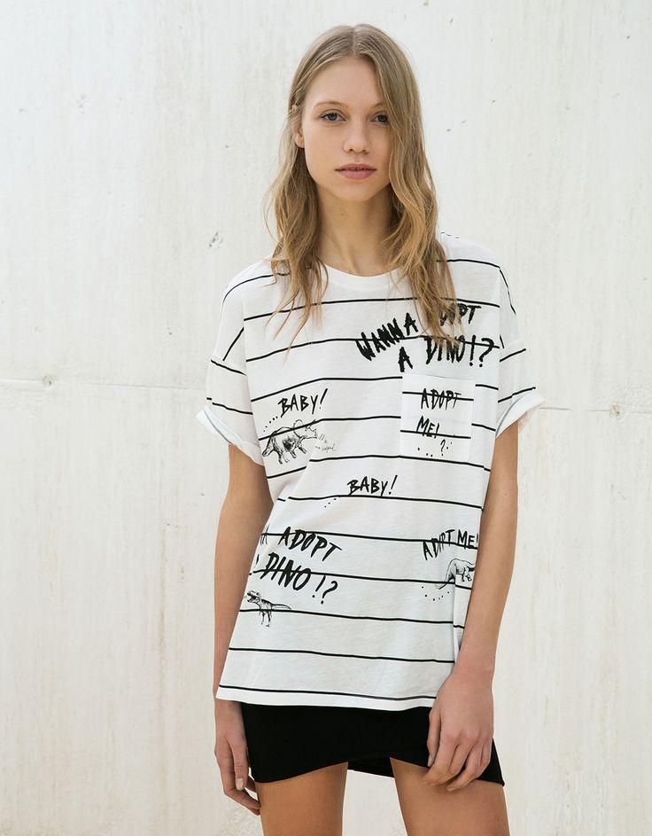 Bershka España - Camiseta estampado dino rayas y parches