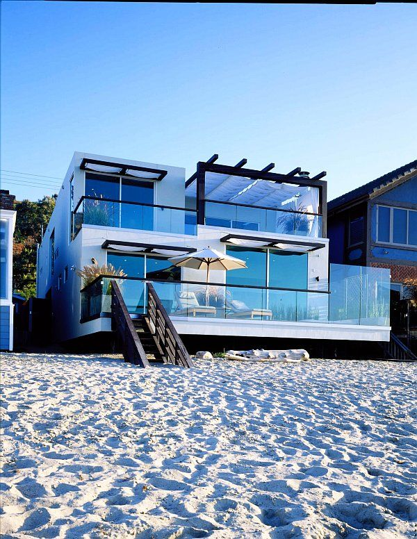 WOW ! now that's a stunning modern beach house - I'll have this one please ;-)