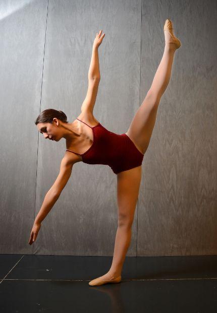 L' 'International Summer Course' organizzato dalla 'Russian Ballet Society Italia' sarà una 'full immersion' nel mondo della danza: 40 ore di lavoro nei 6 giorni di stage con tanti grandi nomi di prestigio sia nel campo della Danza Classica che della danza Moderna. Nel pieno rispetto della tradizione del Metodo Legat, tipico della RBS, avremo il piacere di ospitare gli insegnanti: Mr ROBERT HAMPTON, direttore artistico della RBS,