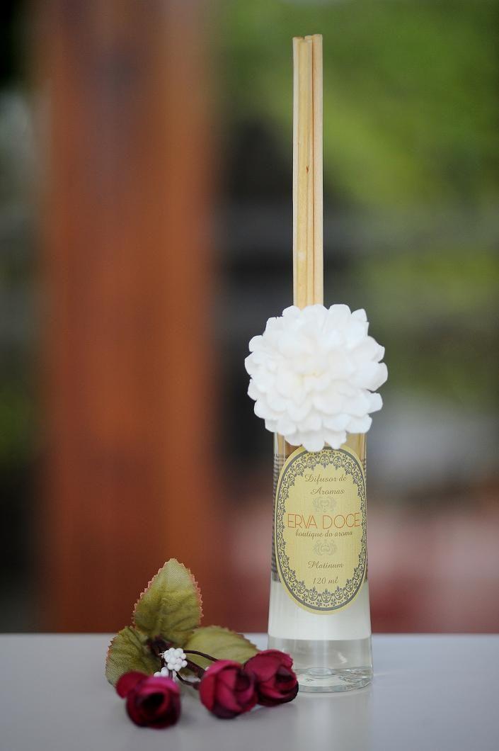 Difusor Pet 120 ml, aromas Jasmim, Vanily e Plátinum (floral cítrico amadeirado). Por R$ 49,90.