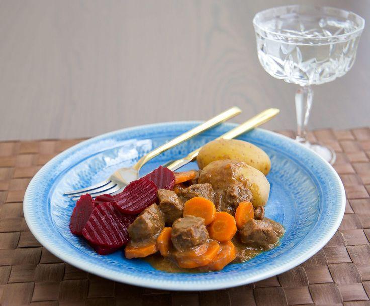 Kalops är en riktigt god gryta, klassisk husmanskost som de flesta uppskattar. En skånsk kalops innehåller morötter.