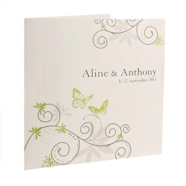 Fröhliche Einladungskarte in Creme mit grünen Schmetterlingen und Ranken.