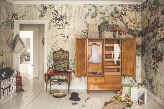 Fint barnrum med underbara tapeter. Bilden från Mokkasin.