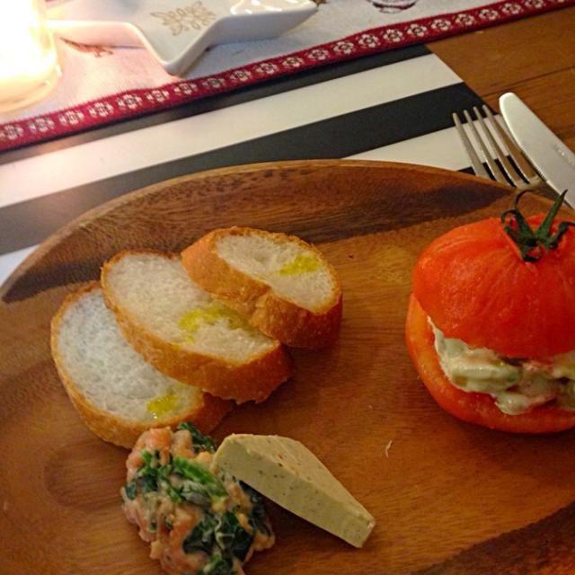 バゲットがメッチャすすみます^ ^ - 4件のもぐもぐ - フレンチ前菜ワンプレート        スモークサーモンとほうれん草のクリームチーズムース by Yasuhiko Katagishi