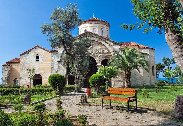 TrabzonShare:  Bruisende Trabzon is een grote havenstad omsloten door de hoge pieken van de Oost-Pontische gebergte, die lopen langs de kust. Het was misschien wel gesticht al in de 8ste eeuw voor Christus door Griekse kolonisten en al snel bloeide als onderdeel van de caravan handelsroute tussen Perzië en de Middellandse Zee. De belangrijkste toeristische attractie is de Aya Sofya Museum (Hagia Sophia Kerk) waarschijnlijk gebouwd door keizer Alexius Comnenus onmiddellijk na zijn aankomst…