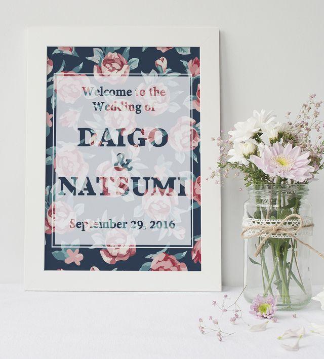 ネイビーの背景にバラがおしゃれなボード♡モダンな結婚式におすすめしたいネイビーのウェルカムボードまとめ一覧♪
