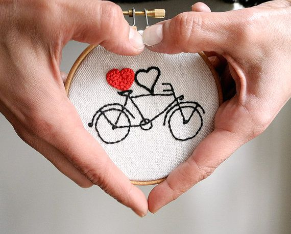 Bicycle couples giftheart embroidery hoop wall por HoopsyDaisies
