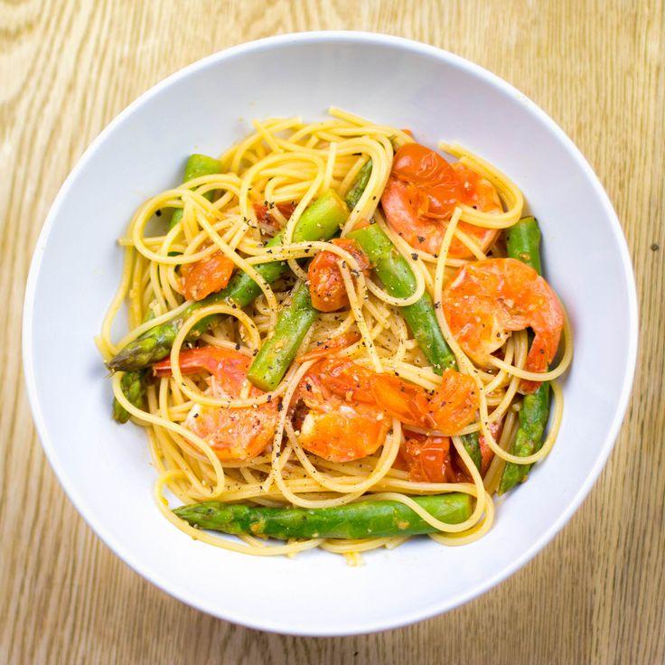 Spaghetti Cherry Tomatoes, Asparagus and Prawns