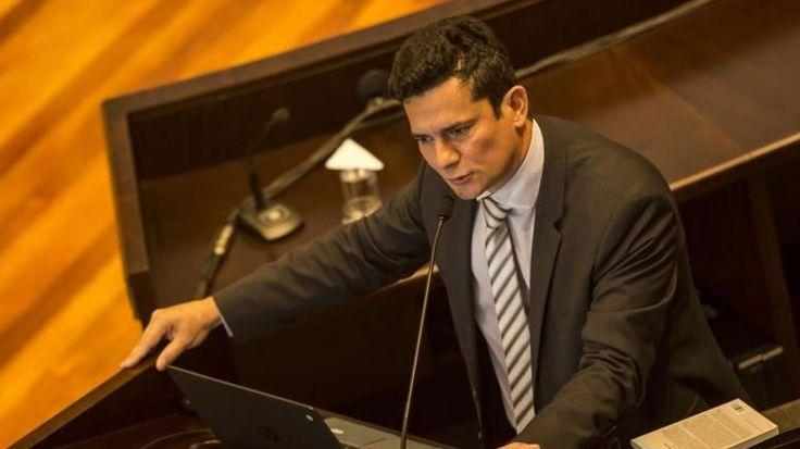 O jornal Estado de Minas publicou hoje (08) uma nota dizendo que o juiz Sérgio Moro estaria sofrendo ameaças De acordo com a nota, oSindicato dos Delegados da Polícia Federal do Paraná,confirmou …