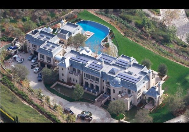 Tom Brady and Giselle Bundchen 22,000 sq.  ft. home in Brentwood.  8 bedrooms, 6 car garage elevator, weight room, huge pool, wine cellar
