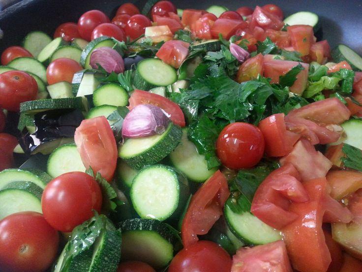 """Ricetta """"zucchine, pachini aglio rosso di Sulmona e sedano"""""""