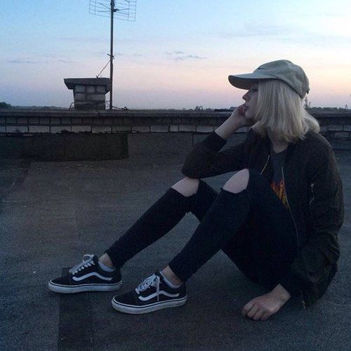 Most popular tags for this image include: girl, grunge, pale, vans and aesthetic