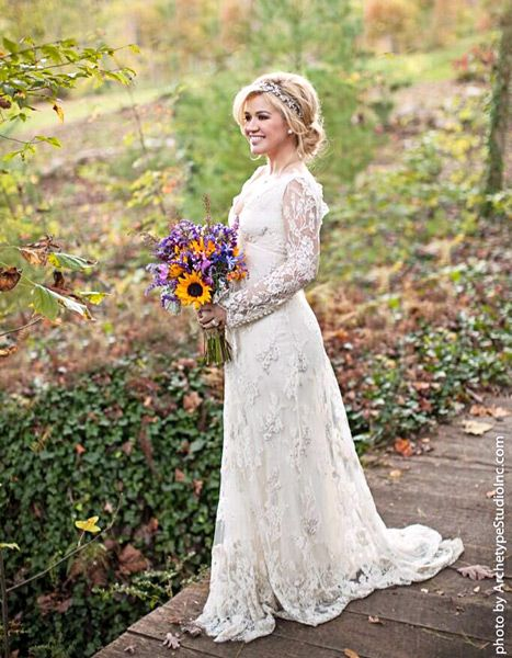 Kelly Clarkson shared this photo on Twitter of her Temperley wedding dress.