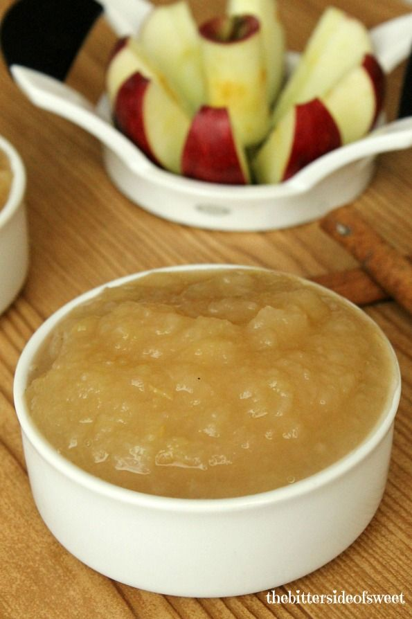 Easy Homemade Applesauce perfect for afternoon snack or lunch box treats! | thebittersideofsweet.com