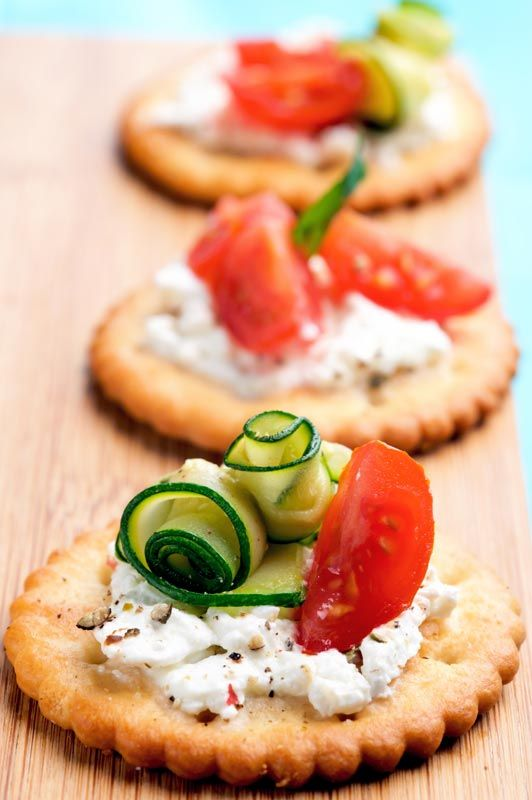 Healthy snacking with crackers, ricotta cheese, tomato & zucchini