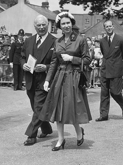 Credit: Evening Standard/Getty Images From the cinched waist to the full skirt, if there was ever a photo that epitomised Christian Dior's '...