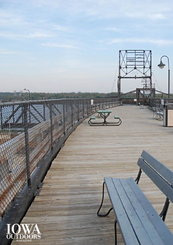 Cozy up this spring break with eagles, ducks and pelicans in Iowa's southernmost city, Keokuk   Iowa Outdoors magazine