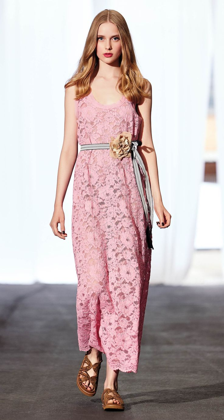 TWIN-SET Simona Barbieri, 2016 Summer collection: long dress in lace with flower belt and sandal.