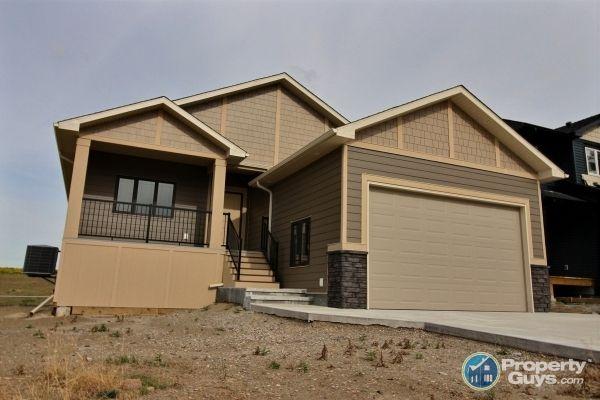 Private Sale: 4001 Sundance Drive, Coalhurst, Alberta - PropertyGuys.com
