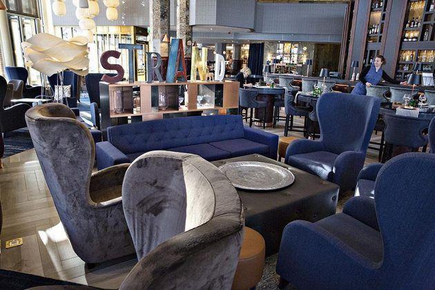 Ravintola Bro sijaitsee Hakaniemen Hilton-hotellissa. Näkymät merelle ovat hienot.