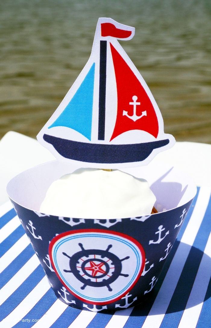 Nautical party sailboat cupcakes with printables - BirdsParty.com