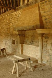 cheminée logis seigneurial.Château de Guédelon - Treigny. Bourgogne