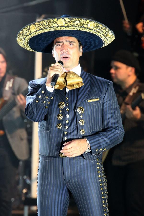 21 mejores im genes de trajes t picos mexicanos en for Cancion en el jardin de alejandro fernandez