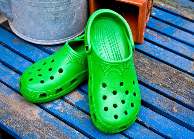 how to spot fake crocs shoes