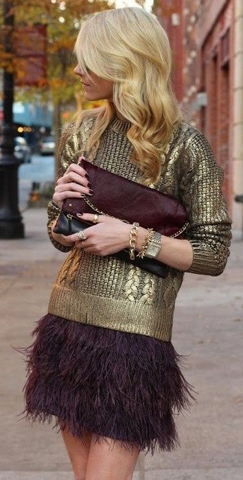 hold sweater. Bordeaux. Inspiration look. Out on the town. Date look. Fashionista. Fashion trend for winter.